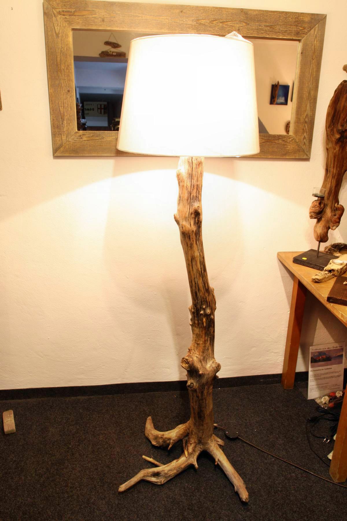 treibholz stehlampe mit schirm tisch und wandlampen. Black Bedroom Furniture Sets. Home Design Ideas