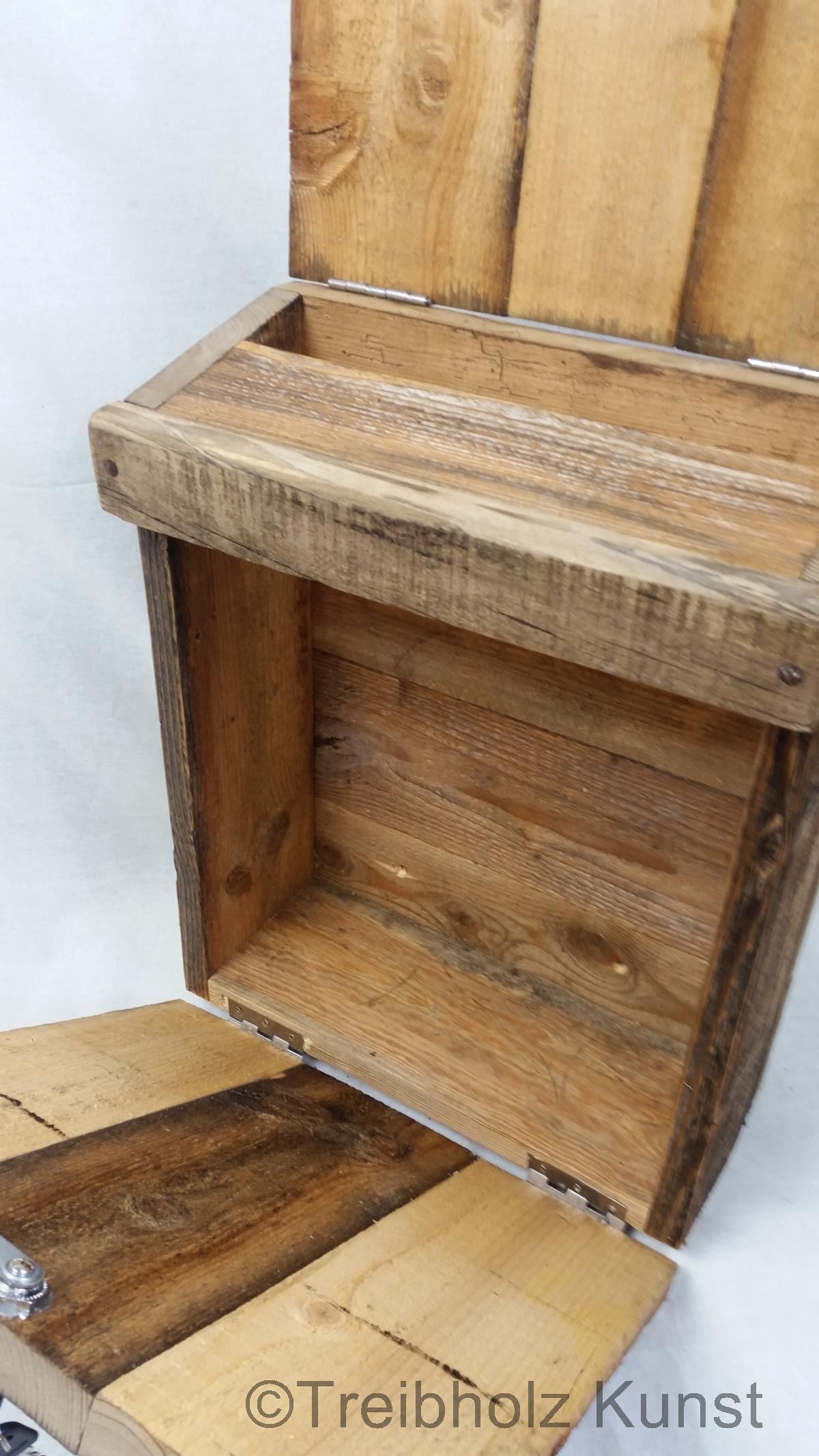 Briefkasten aus holz rustikal briefbox rustkal altholz treibholz - Fensterladen mit lamellen selber bauen ...